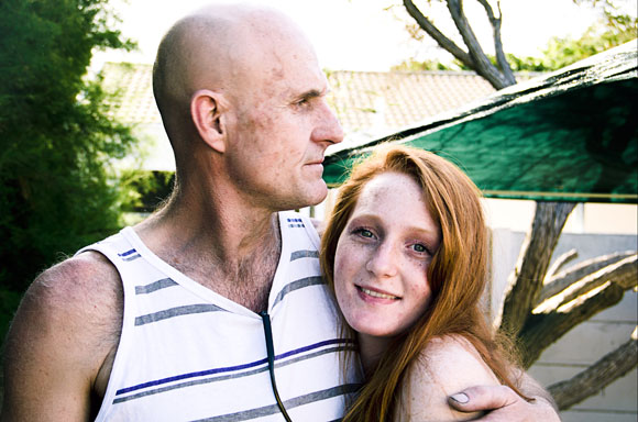 Portrait of a father embracing his daughter | red head